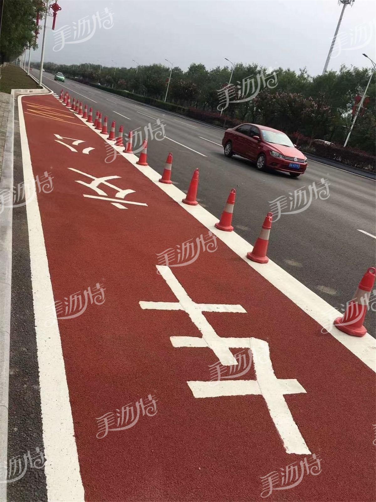 三门峡市首条彩色陶瓷颗粒公交专用车道启用