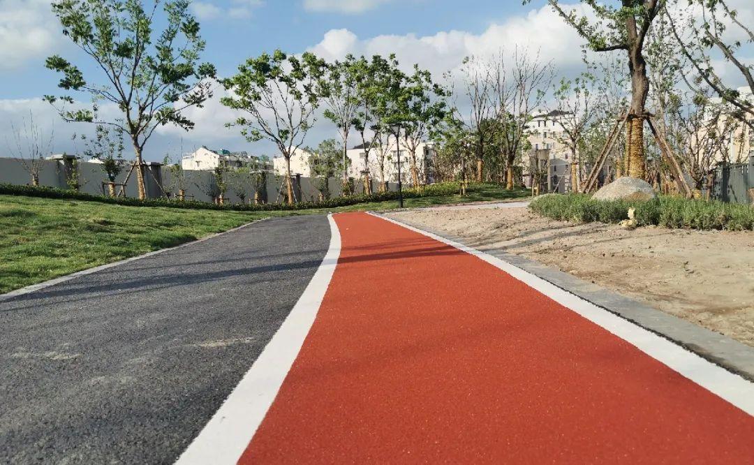 快速路首试彩色防滑路面 提高安全性